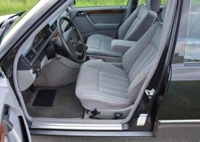 mercedes-200e-w124-024