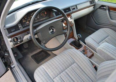 mercedes-200e-w124-030